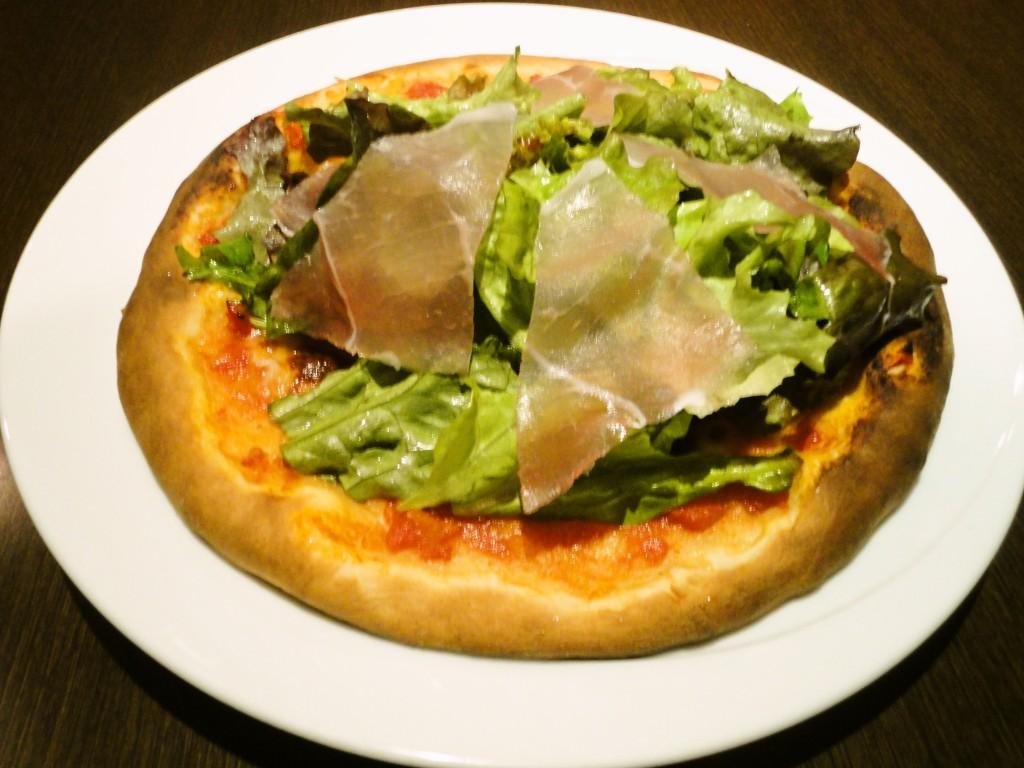 生ハムとフレッシュ野菜のピザ(25年12月)